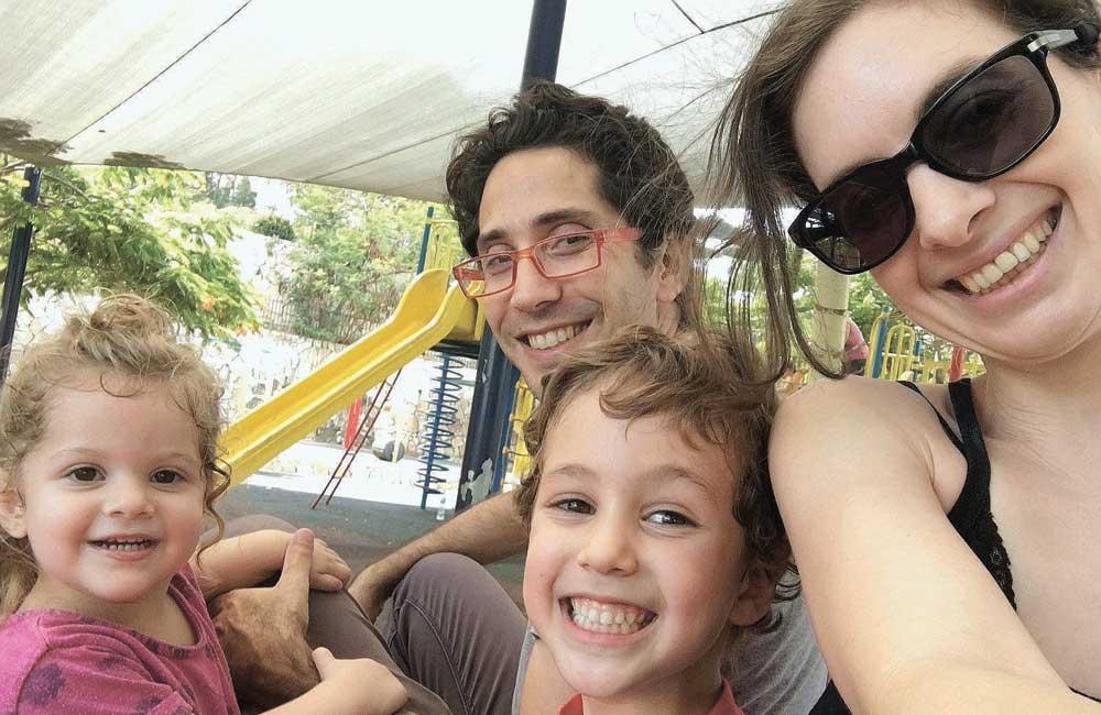 לירון שבס ובן זוגה שרון בסון הילדים עידו ועדי צילום פרטי