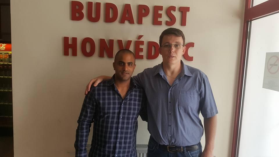 אופיר לוזון עם זולטן סזאפקו, דירקטור מחלקת הנוער של הונבד ההונגרית
