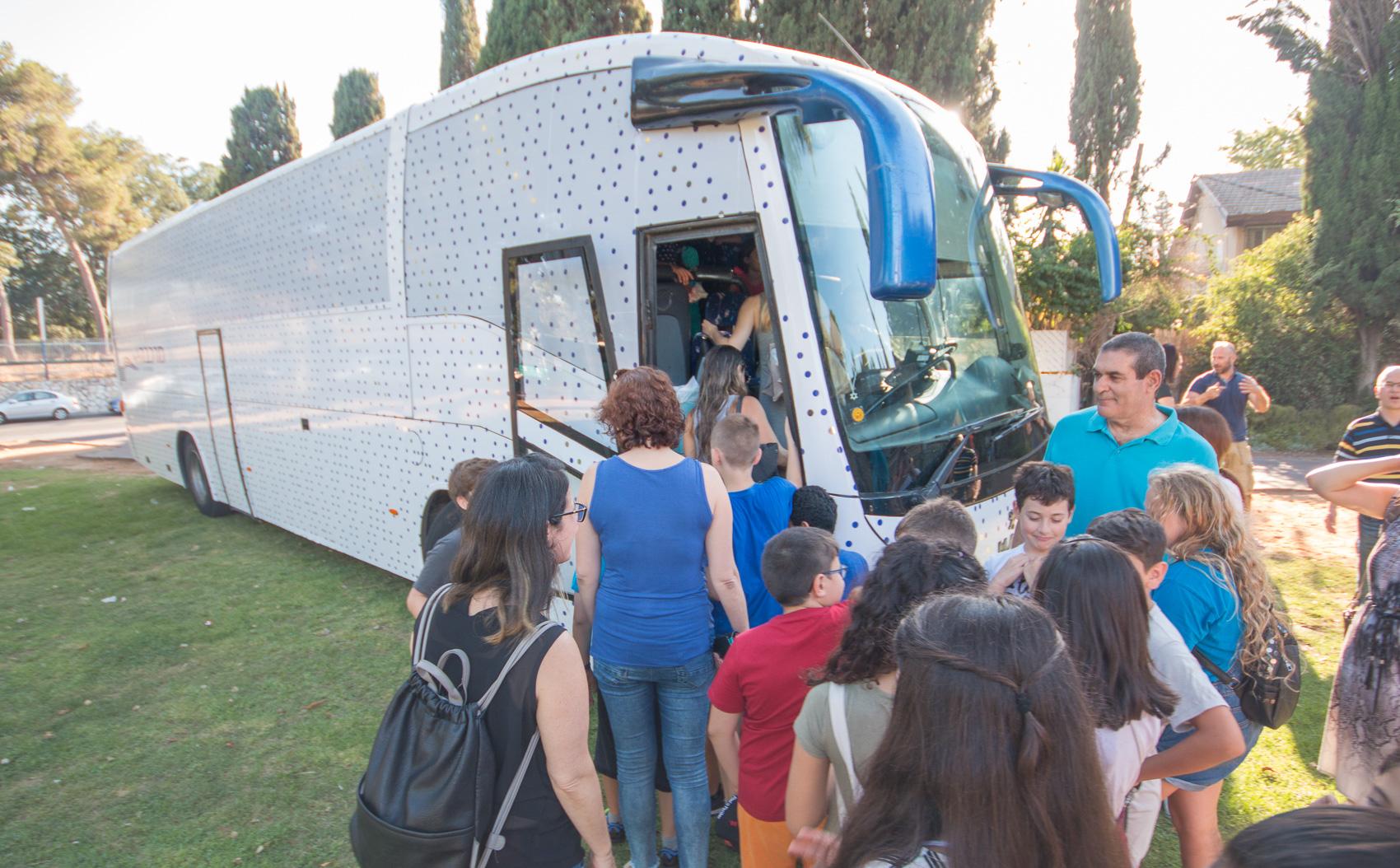 אוטובוס האמנות של מוזיאון פתח תקוה. צילום: דוברות העירייה