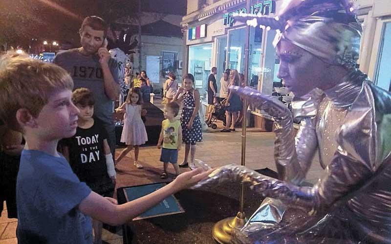 אבישי בפסטיבל פסלים ברחובות
