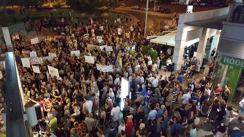 """ההפגנה בכפר גנים במוצ""""ש. צילום דורון קורן"""