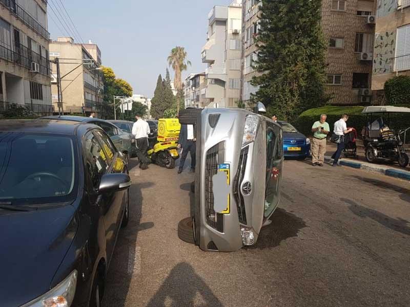 התהפך ברחוב יואל משה סלומון. צילום: דוברות הצלה פתח תקוה