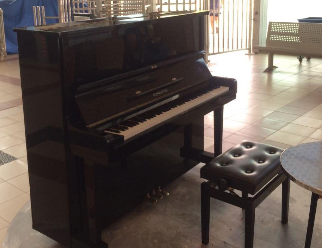 פסנתר בתחנת הרכבת ראש העין. צילום: דוברות רכבת ישראל