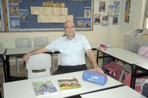 איציק ברוורמן בבית ספר גורדון בו למד. צילום: זאב שטרן