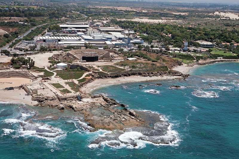 חוף קיסריה. צילום עופר וקנין