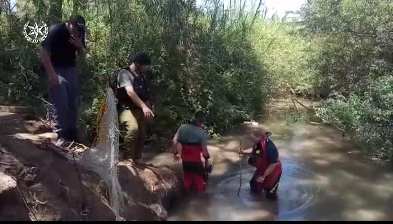 פצצת מרגמה במקורות הירקון. צילום: באדיבות משטרת ישראל