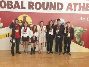 נבחרת הדיבייט של תיכון אחד העם. צילום: באדיבות בית הספר