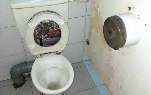 שירותים בבית ספר אמיר