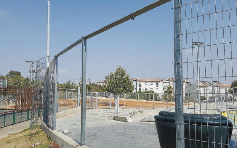 הגדר ההרוסה בסקייט פארק ראש העין