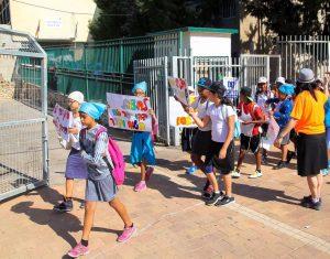 תלמידים צועדים בפתח תקווה. באדיבות העירייה