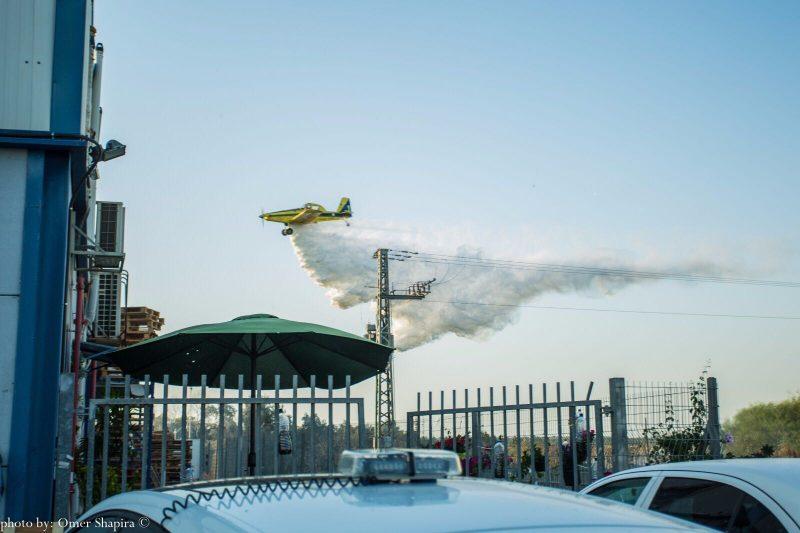 מטוס כיבוי בשריפה בסגולה. צילום עומר שפירא