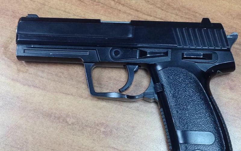האקדח. צילום באדיבות המשטרה