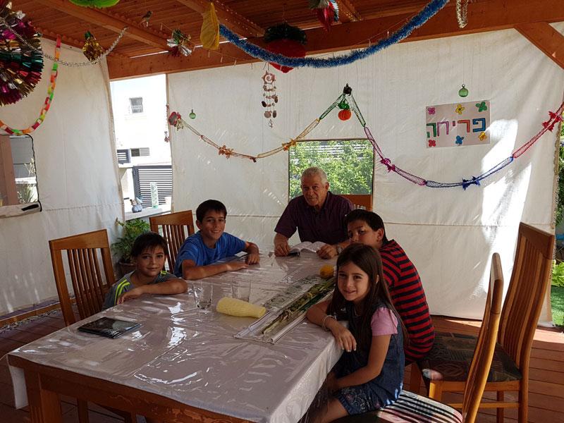 סוכת משפחת אמרוסי בכפר אברהם