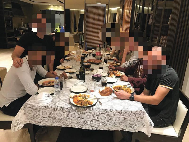 ארוחת שבת בבית של החיילים. צילום באדיבות הוועד