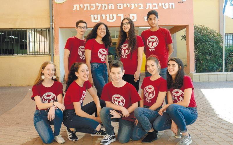 קבוצת תלמידים דיבייט חטיבת רשיש. צילום זאב שטרן