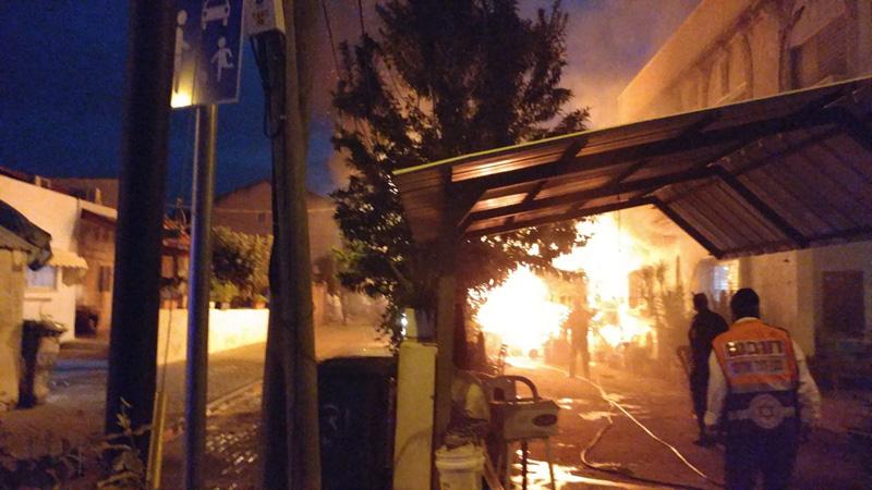 השריפה בבית ברחוב המוביל בראש העין. צילום בועז כבל