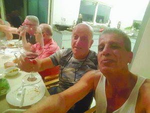 רפאל חתוכה וחבורת היין
