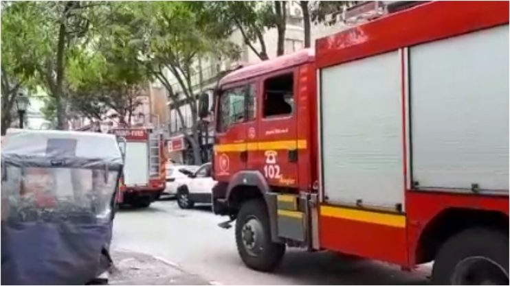 כוחות הכיבוי במקום השריפה ברחוב מוהליבר
