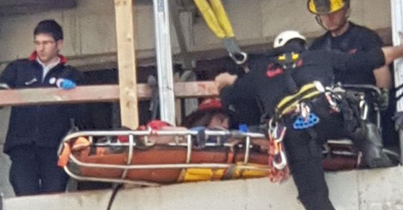פצוע בינוני באתר בנייה בשכונת פסגות אפק. צילום דוברות הכבאות