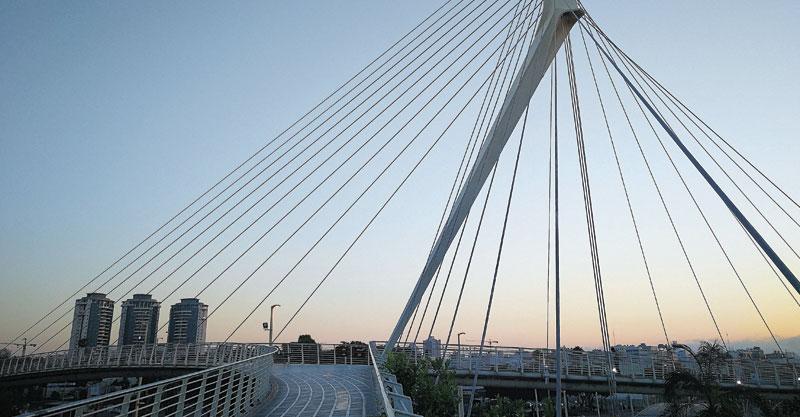 גשר המיתרים. צילום עזרא לוי