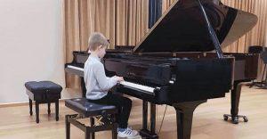 אבישי בקונצרט הראשון שלו