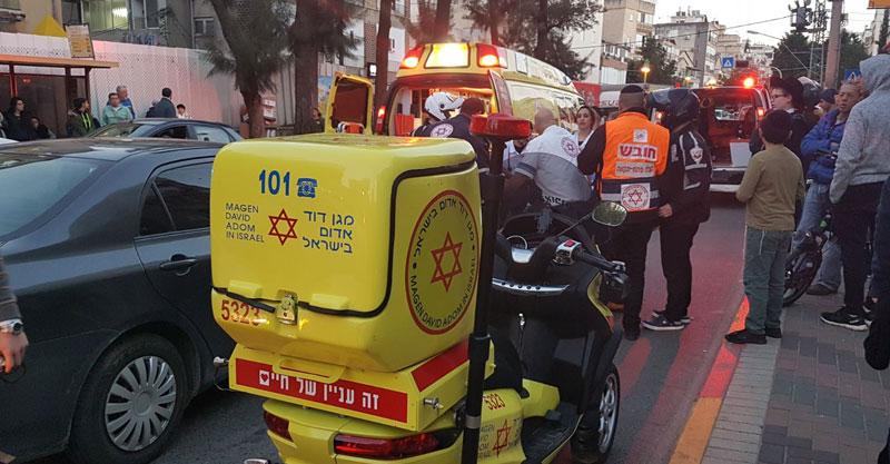 התאונה ברחוב רוטשילד.צילום: דוברות הצלה פתח תקוה