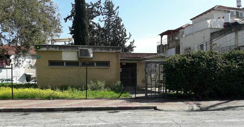 המבנה השומם בו הייתה מרפאת טיפת חלב בכפר אברהם. צילום באדיבות התושבים