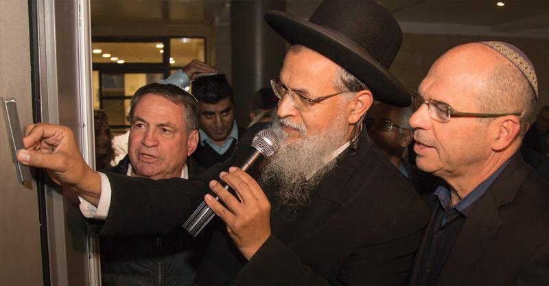 איציק ברוורמן, הרב אדואר, עוזי דיין. צילום לשכת דובר עיריית פתח