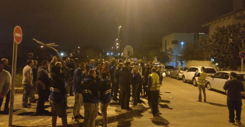 הפגנת אוהדי הפועל הערב מול ביתו של דורון גלנט