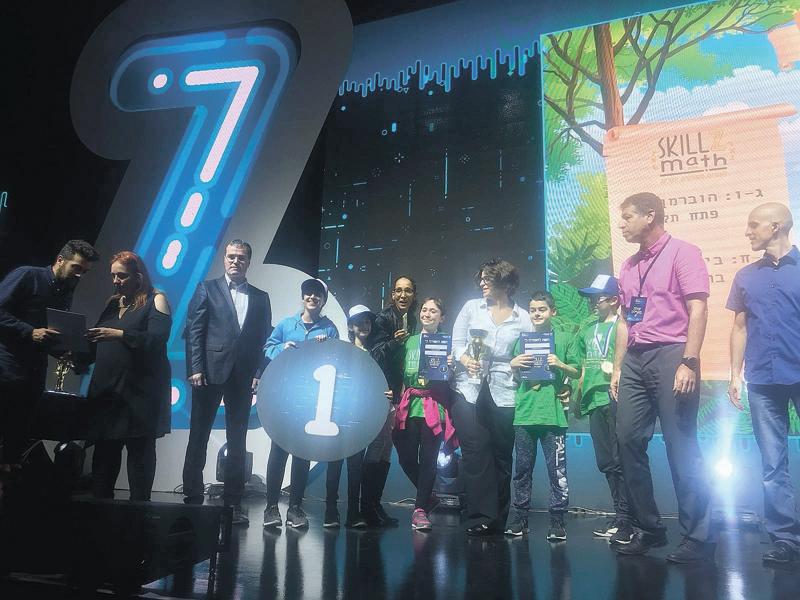 נבחרת הוברמן על הבמה באליפות הסייבר. צילום באדיבות משרד החינוך