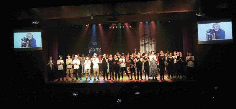 תלמידי בית הספר נעמי שמר במופע. צילום סיון פרג'