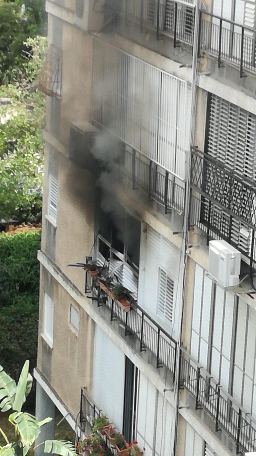 השריפה ברחוב סוקולוב צילום דוברות איחוד הצלה