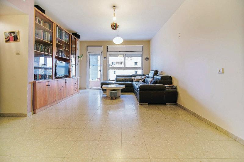 עסקאות - דירה 3.5 חדרים ברחוב טבצ'ניק שבשכונת נווה גן