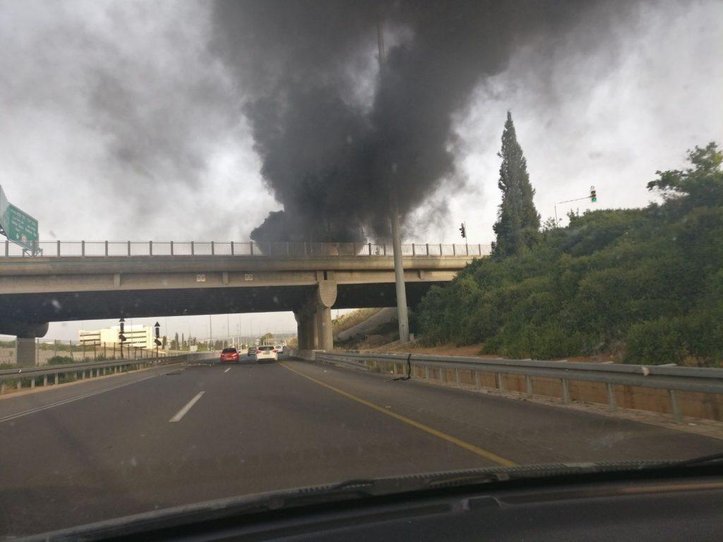 הרכב עולה באש צילום לירון סובול