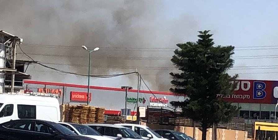 שריפה בשטח ליד ירקונים. צילום חדשות הנוער פתח תקוה