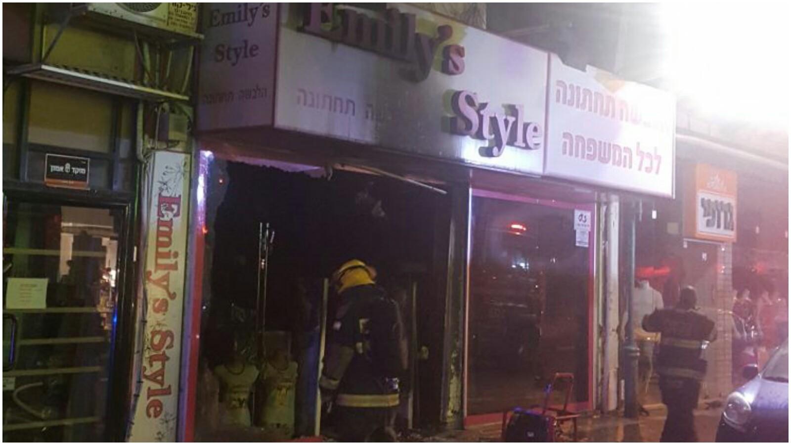 שריפה ברחוב חובבי ציון צילום שירותי הכבאות פתח תקוה