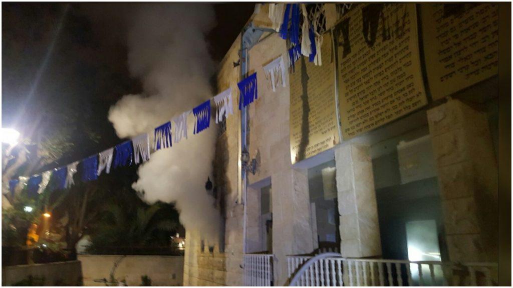 השריפה בבית הכנסת צילום דוברות הכבאות