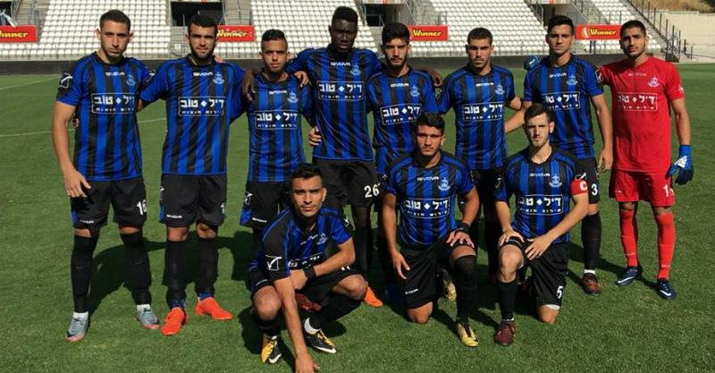 קבוצת הנוער של הפועל לפני המשחק היום בקריית שמונה. צילום מתוך עמוד הפייסבוק של מחלקת הנוער