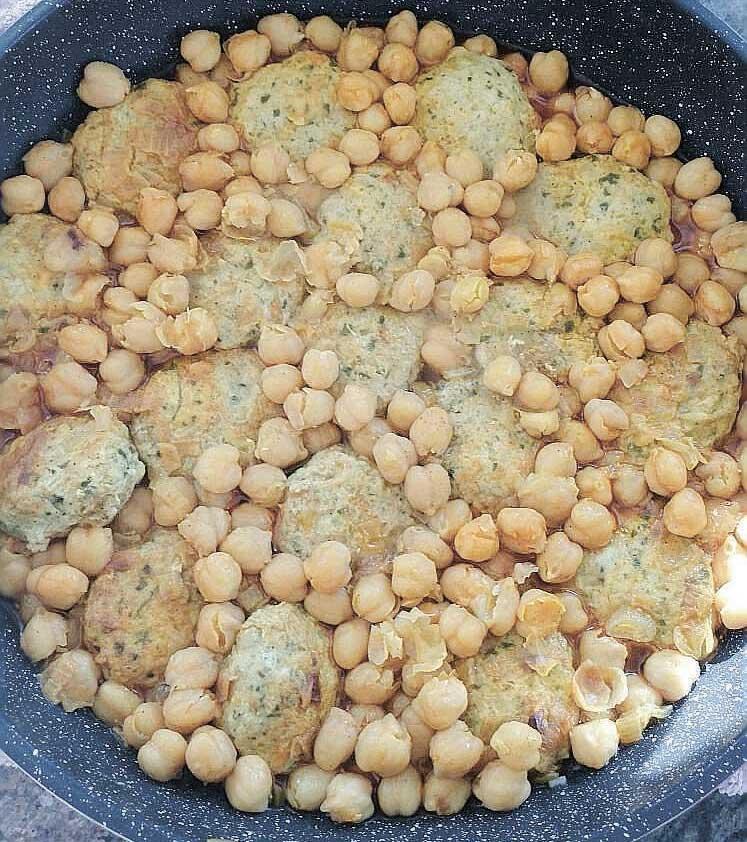 מדור אוכל - קציצות בשר עם חומוס