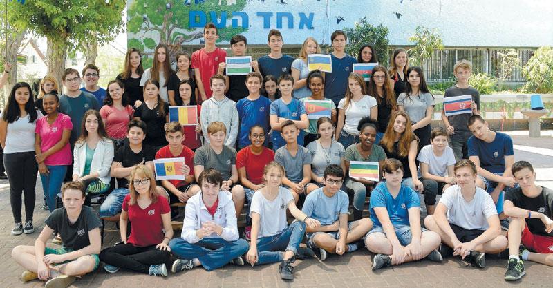 תלמידי חטיבת אחד העם. צילום זאב שטרן