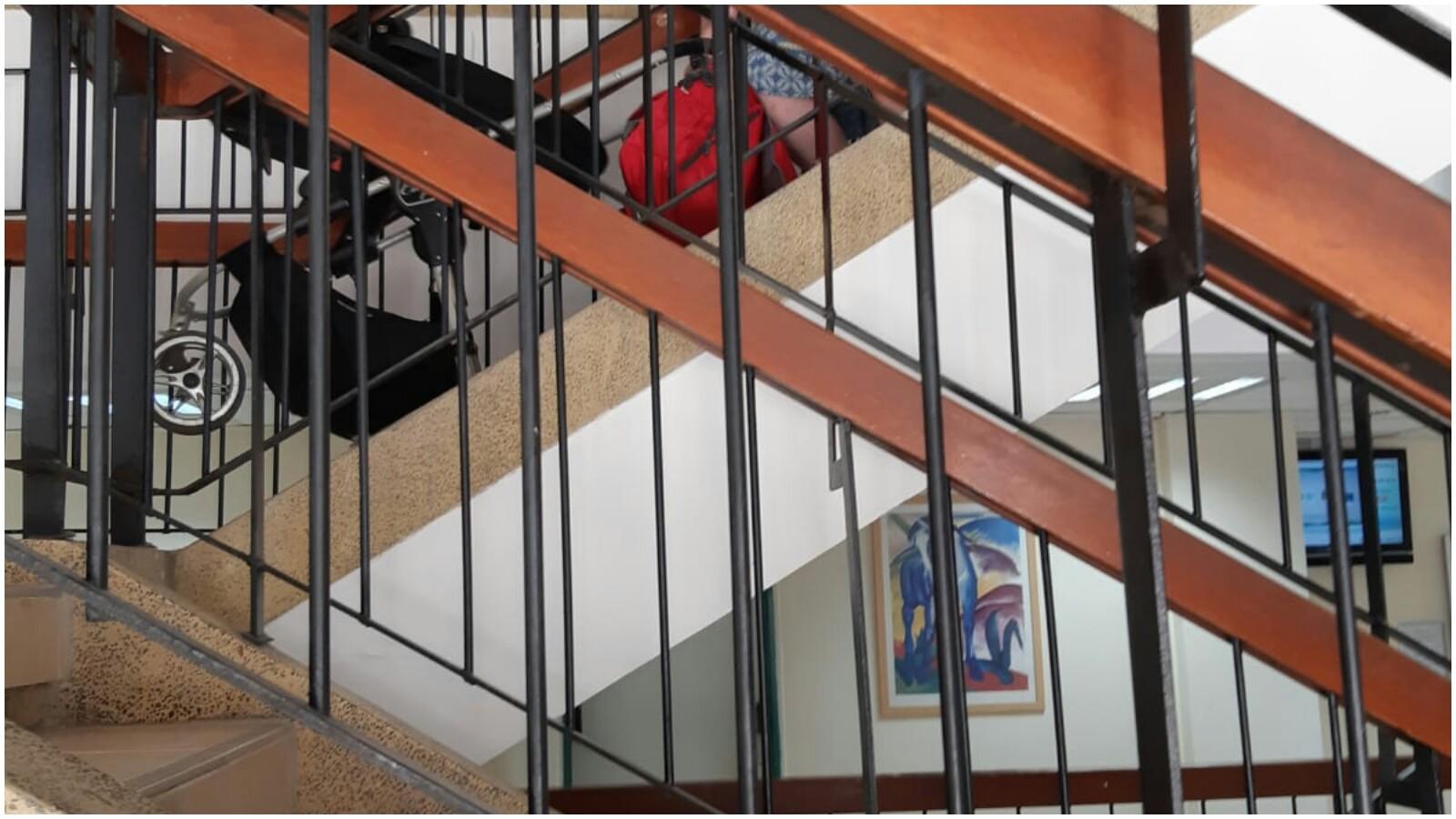 המדרגות במרפאה ברחוב אורלנסקי