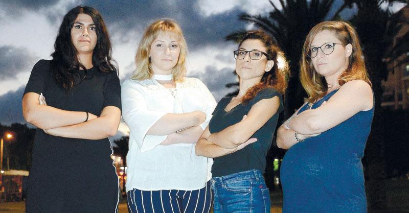 קבוצת אמהות מפגינות. מימין:לילה מנדלבלט, עינת עובדיה, אנה גנדלמן, הילה עובדיה. צילום זאב שטרן