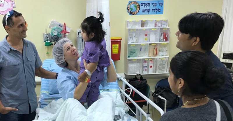 מיכל וקריש במפגש ביום הניתוח צילום דוברות מרכז שניידר לרפואת ילדים