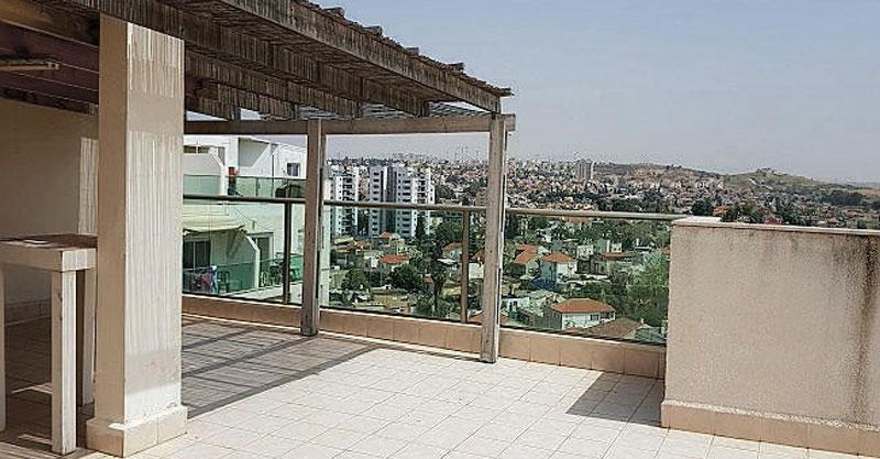 דירת דופלקס גג 4 חדרים ברחוב העצמאות שבשכונת חוצות אפק
