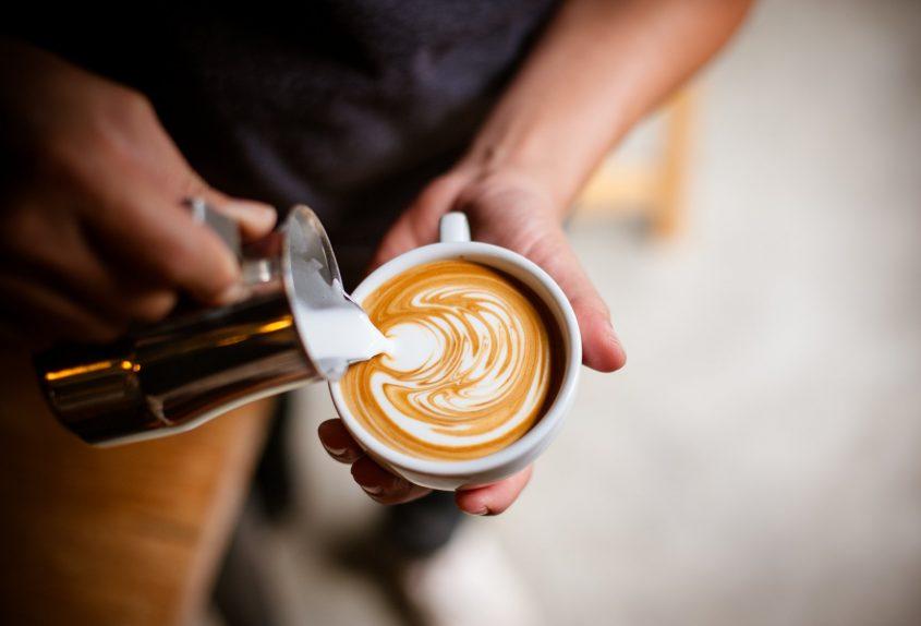 """משאל """"הקפה של פתח תקוה"""" (מאגר: Shutterstock)"""