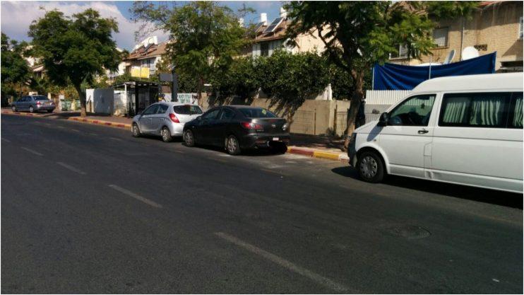 חניה בתחנת אוטובוס, רחוב הרצוג