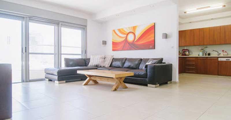 דירת 6 חדרים ברחוב ישראל עידוד שבשכונת כפר גנים ג'