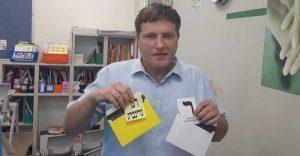 רמי גרינברג מגיע להצביע