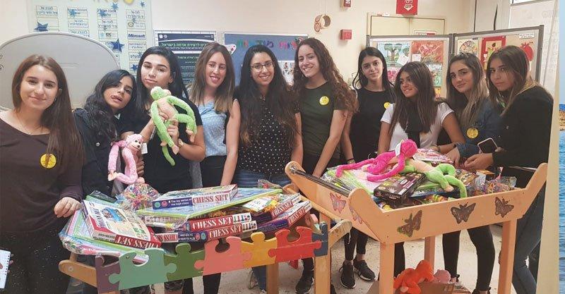 בנות מרכז הנוער נווה עוז בהתנדבות בשניידרצילום אגף הנוער