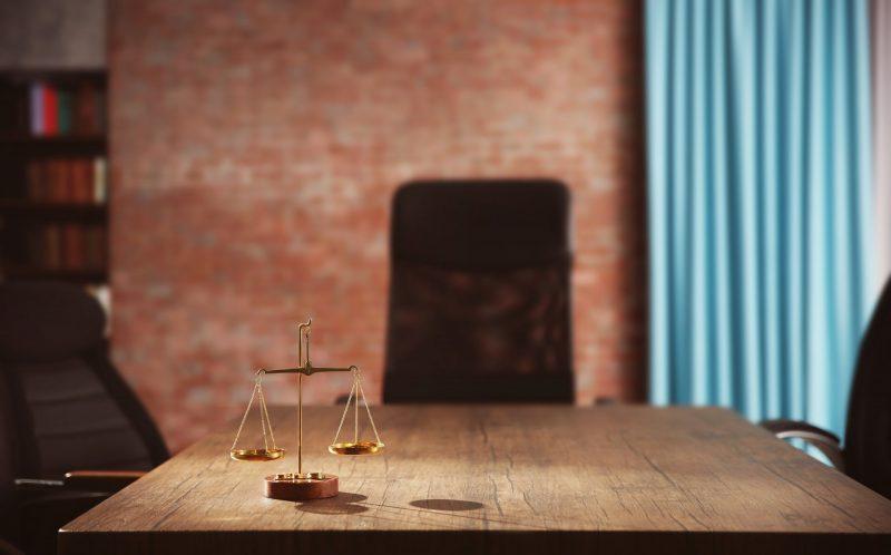 עורכי דין פליליים בפתח תקוה (מאגר Shutterstock)